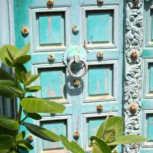 un portone nel centro storico del kutch