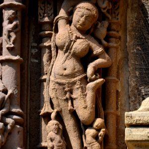 dettagli di una deità indù nel rani ki vav, pozzo a gradini