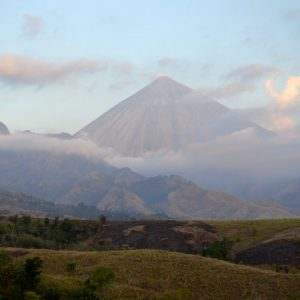 il vulcano gunung inerie a flores