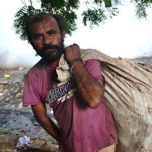 lavoratore a bhuj capoluogo del gujarat