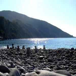 il monte di portofino dalla spiaggia di Camogli