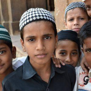 piccoli musulmani in una moschea a sasaram