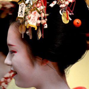 una maiko a kyoto in giappone