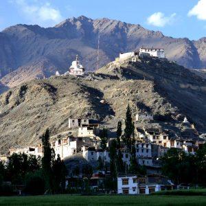 monastero e insediamento abitativo nella valle dell'indo