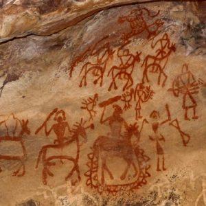 roccia dipinta al sito di bhimbetka in india