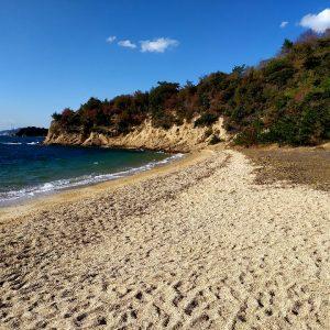una delle spiagge a naoshima in giappone
