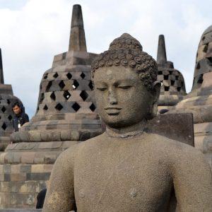 statua al tempio borobudur a yogyakarta