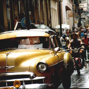 traffico per le vie cittadine di santiago de cuba