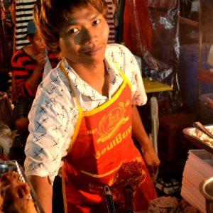 uno dei tanti venditori ambulanti a bangkok