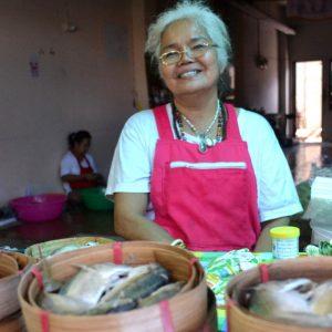 venditrice di pesce in thailandia