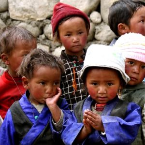 bambini in mustang in nepal
