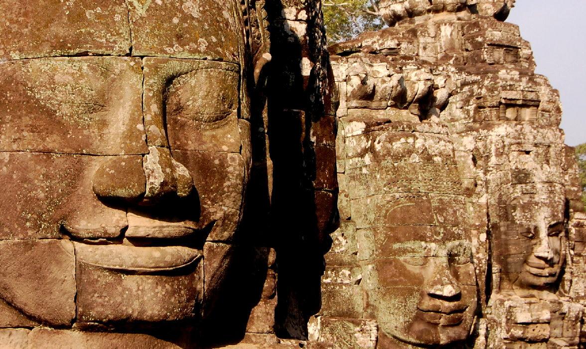 il tempio-montagna del Bayon ad angkor