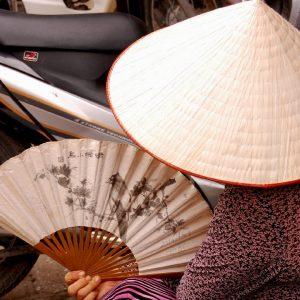donna con cappello vietnamita