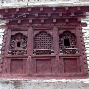 finestra di un palazzo a marpha nel basso mustang