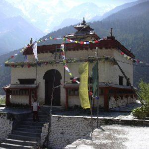 il gompa tibetano a tukche nel basso mustang