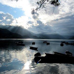 il lago Phewa a Pokhara