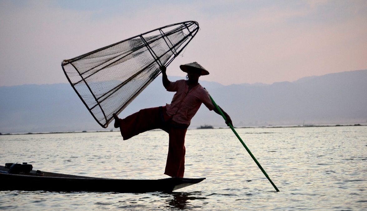 classica posizione del pescatore birmano