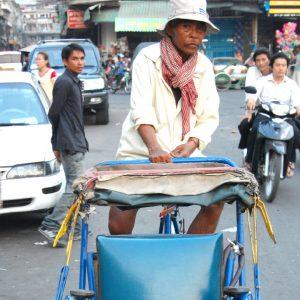 risciò a pedali a phnom penh in cambogia