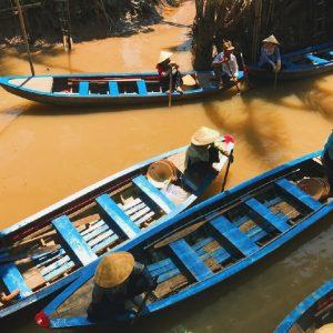le barche che si utilizzano per le escursioni sul delta del mekong