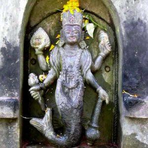 statua di vishnu con coda di pesce a panauti