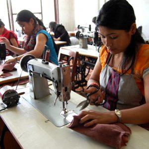 si visitano alcuni progetti di commercio equo e solidale in nepal