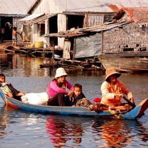 vita sul lago tonle sap in cambogia