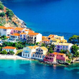 il pittoresco villaggio di Assos a Cefalonia